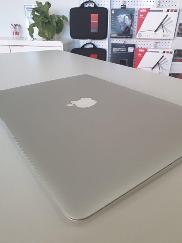 "Refurbished Apple MacBook Air 13"" 2015 closed lid"
